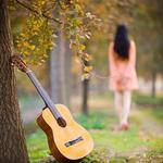 手机壁纸:美女与吉他