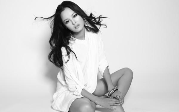 韩国长发美女壁纸,高清宽屏下很漂亮