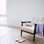 温馨家居壁纸,一张椅子一双鞋