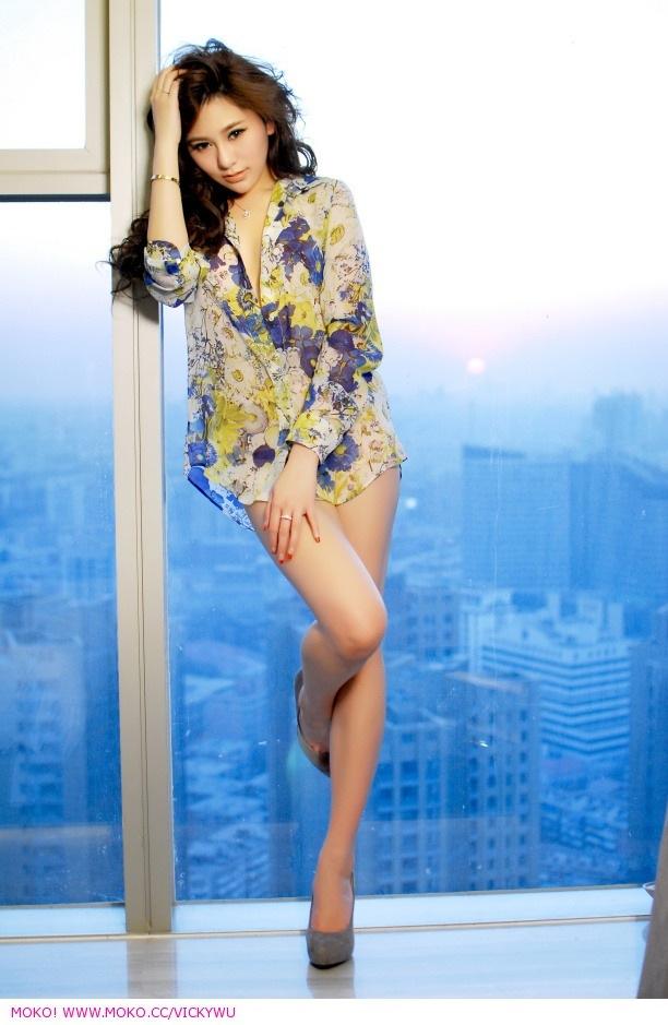 嫩模吴沐熙--你是爱我的人,还是爱我的腿。。